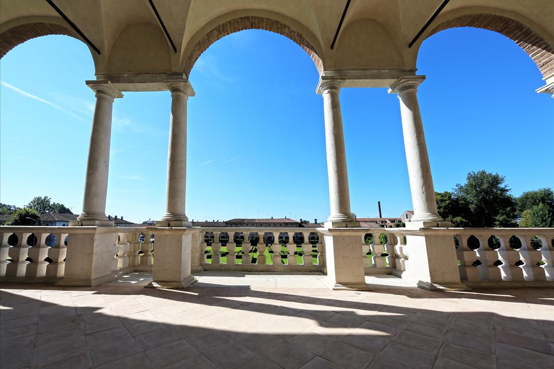 Villa Medici del Vascello - Balconata