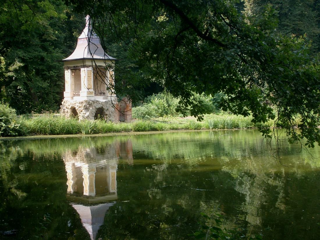 Villa Medici del Vascello - Riva del lago